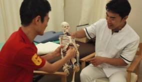 身体機能について熱く語る医師と開発者